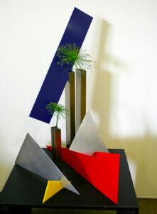 Auch beim Ikebana arbeitet Sabine mit unterschiedlichen Materialien.