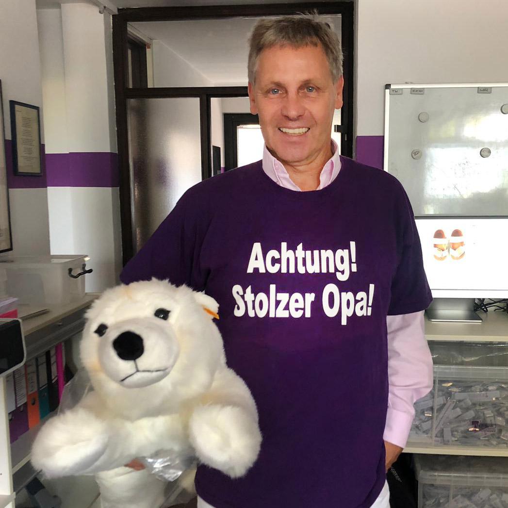 Burkhard Püttmann mit Kuscheltier